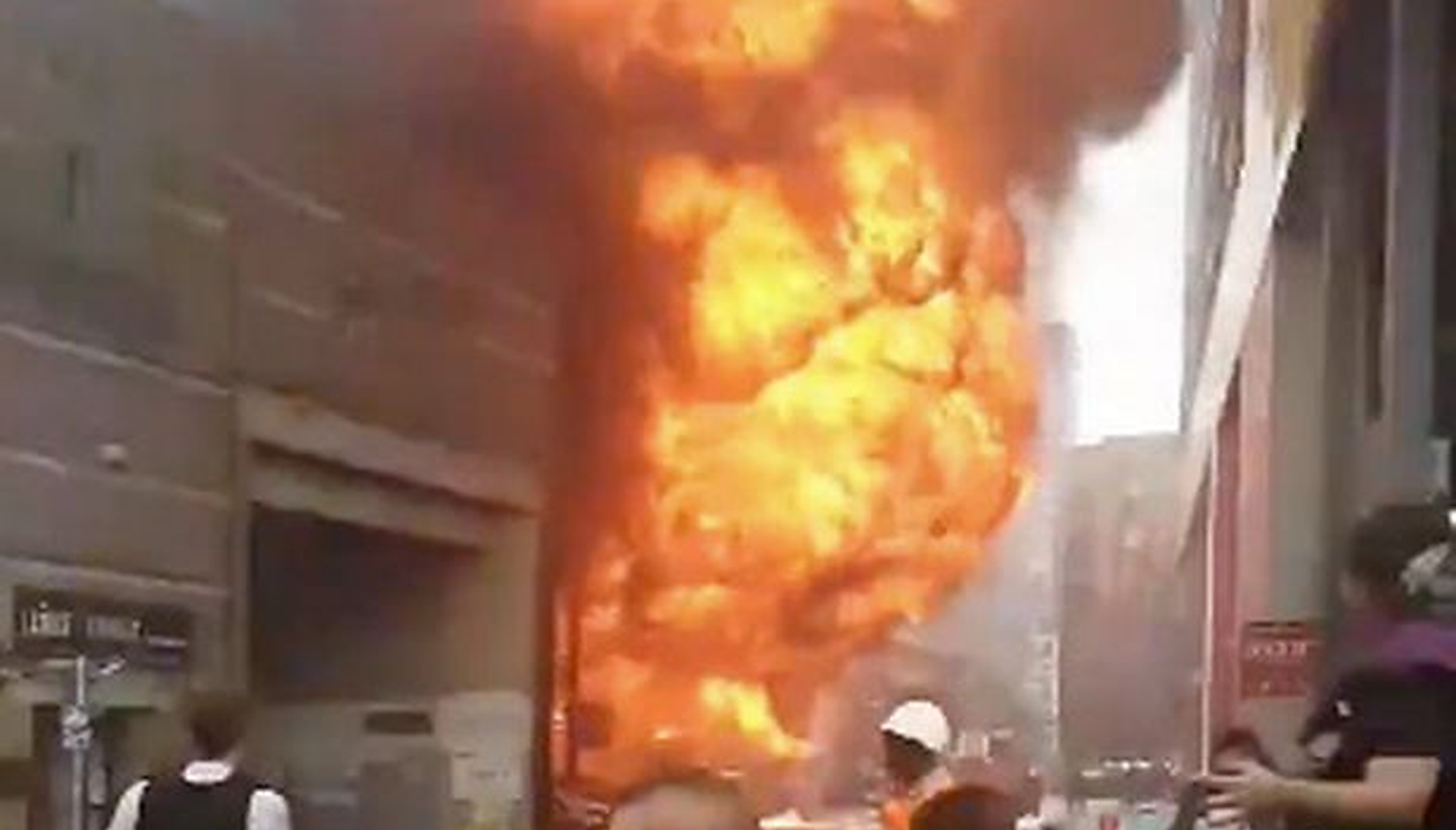 Londra  Explozie puternică la stația de metrou Elephant and Castle. Nu există un bilanț al victimelor. VIDEO