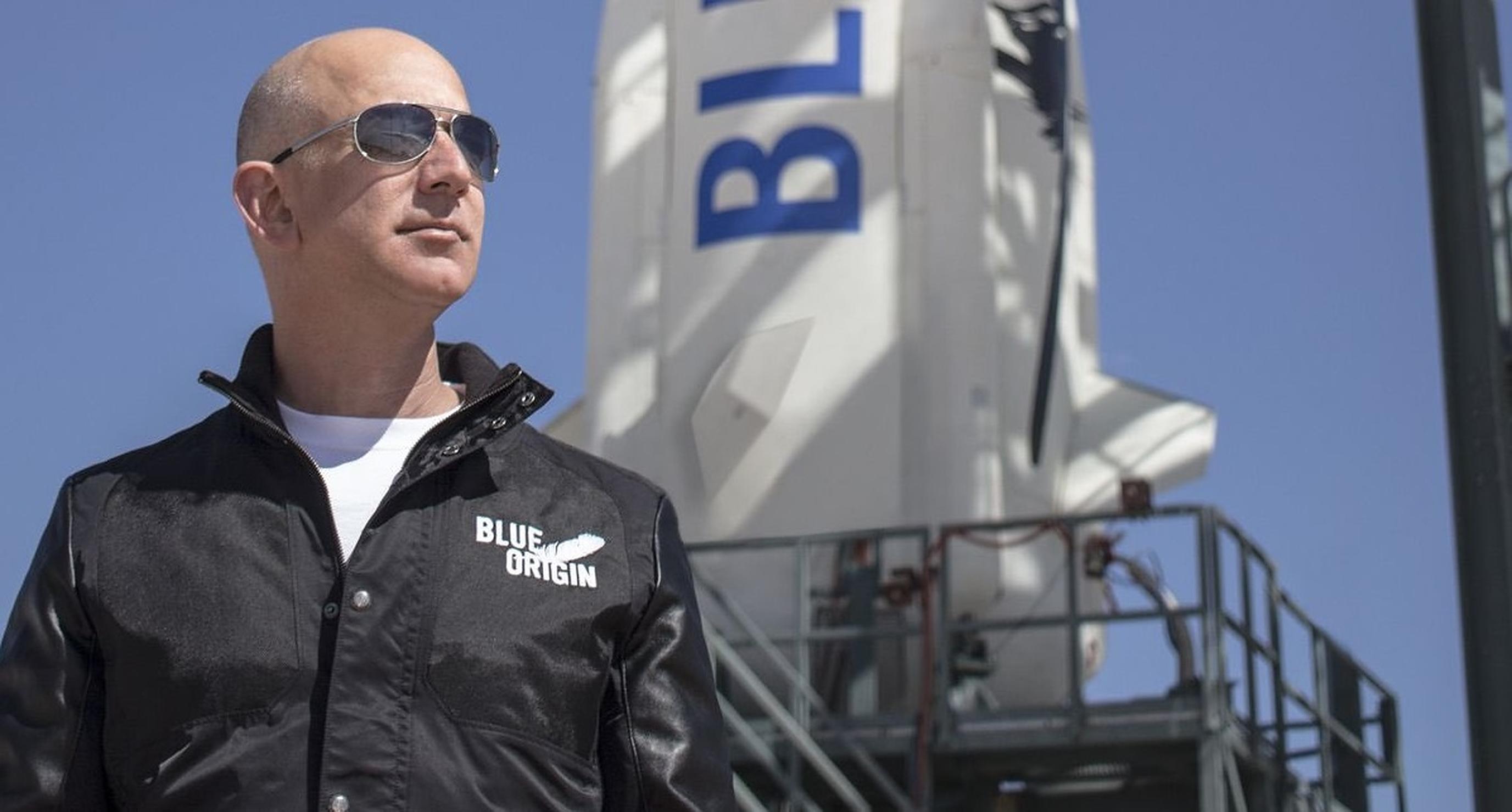 Jeff Bezos pleacă în spațiu cu primul zbor cu echipaj uman realizat de compania pe care o conduce
