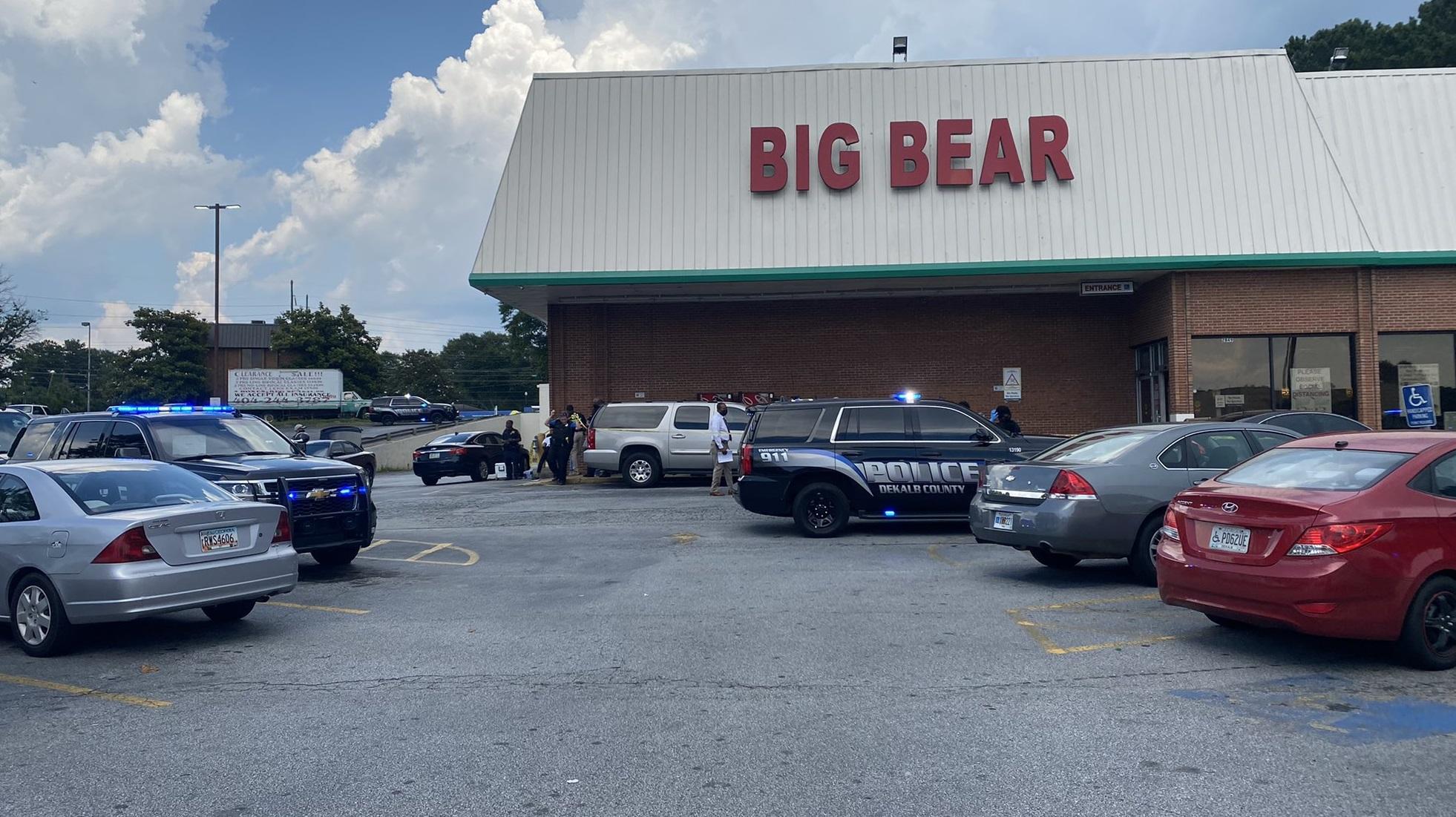 SUA| Angajată a unui supermarket, împușcată mortal de un client după o dispută privind purtarea măștii
