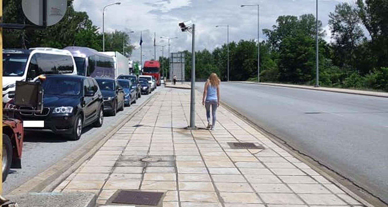 """Cozi de zeci de kilometri la intrarea în Grecia: """"Mă simt ca la ANAF, mai am de așteptat cel puțin 4 ore"""". Galerie FOTO"""
