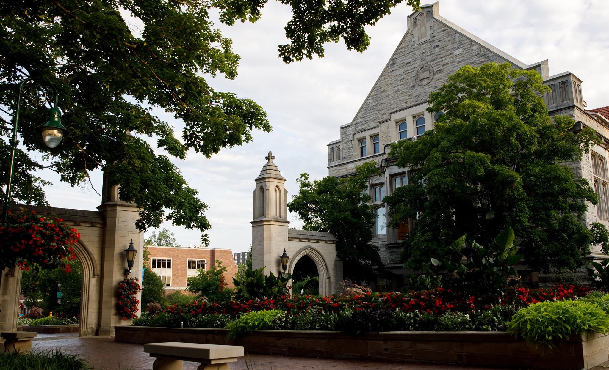 Studenții Universității Indiana dau în judecată instituția pentru că îi obligă să se vaccineze anti-Covid