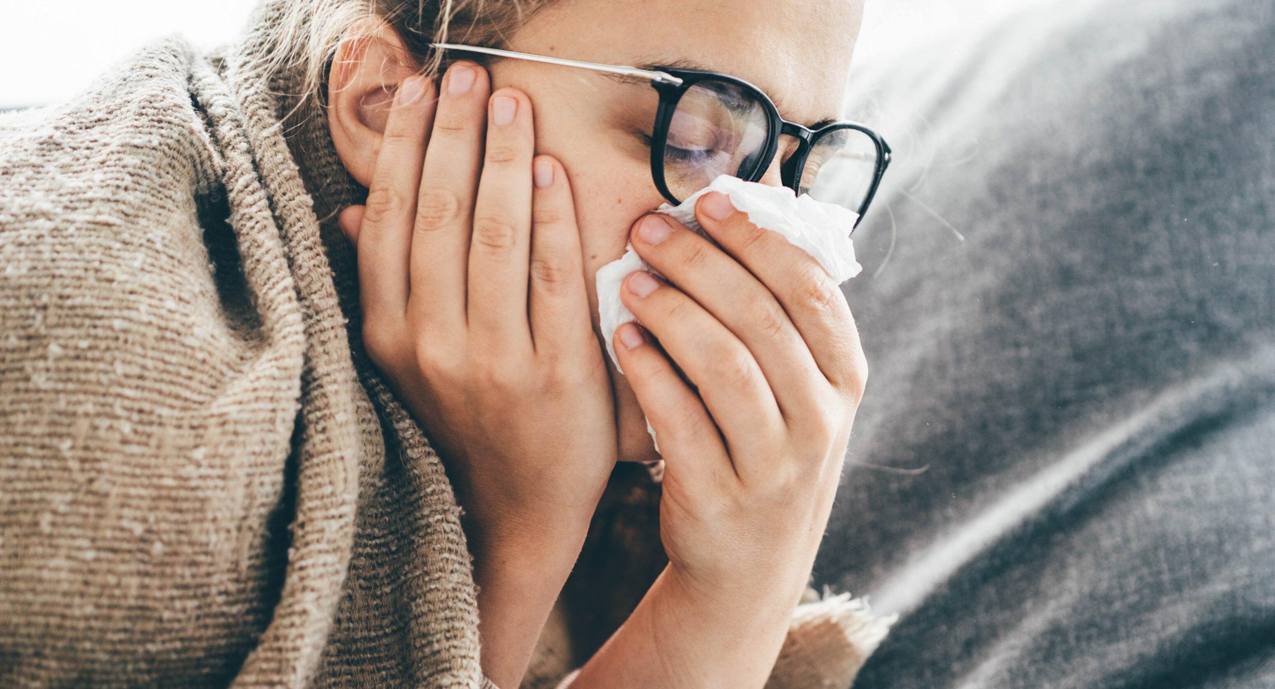 Simptomele caracteristice bolii Covid s-au schimbat, avertizează medicii. Varianta Delta se manifestă diferit