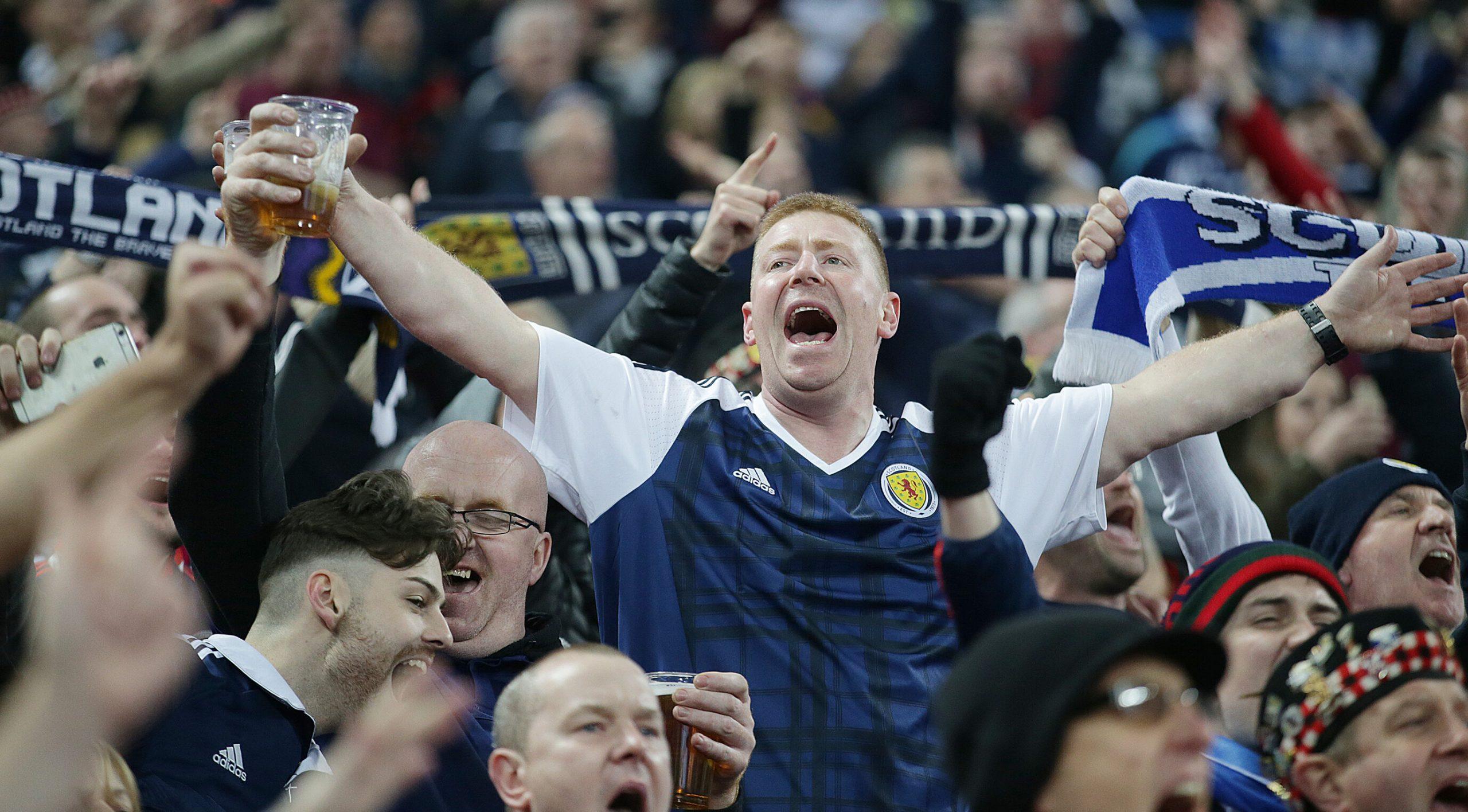 În ciuda recomandărilor de a sta acasă, 20.000 de scoțieni se deplasează la Londra pentru meciul cu Anglia