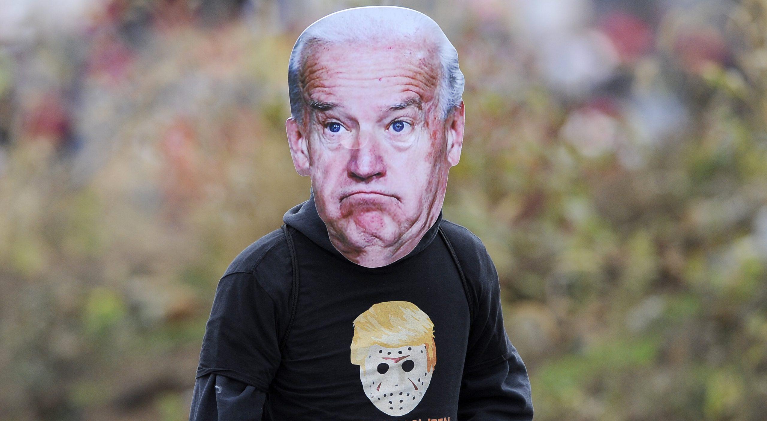 """""""Minciuna"""" lui Trump devine """"adevărul"""" lui Biden. Teoria virusului scăpat din laborator nu mai reprezintă """"dezinformare"""""""