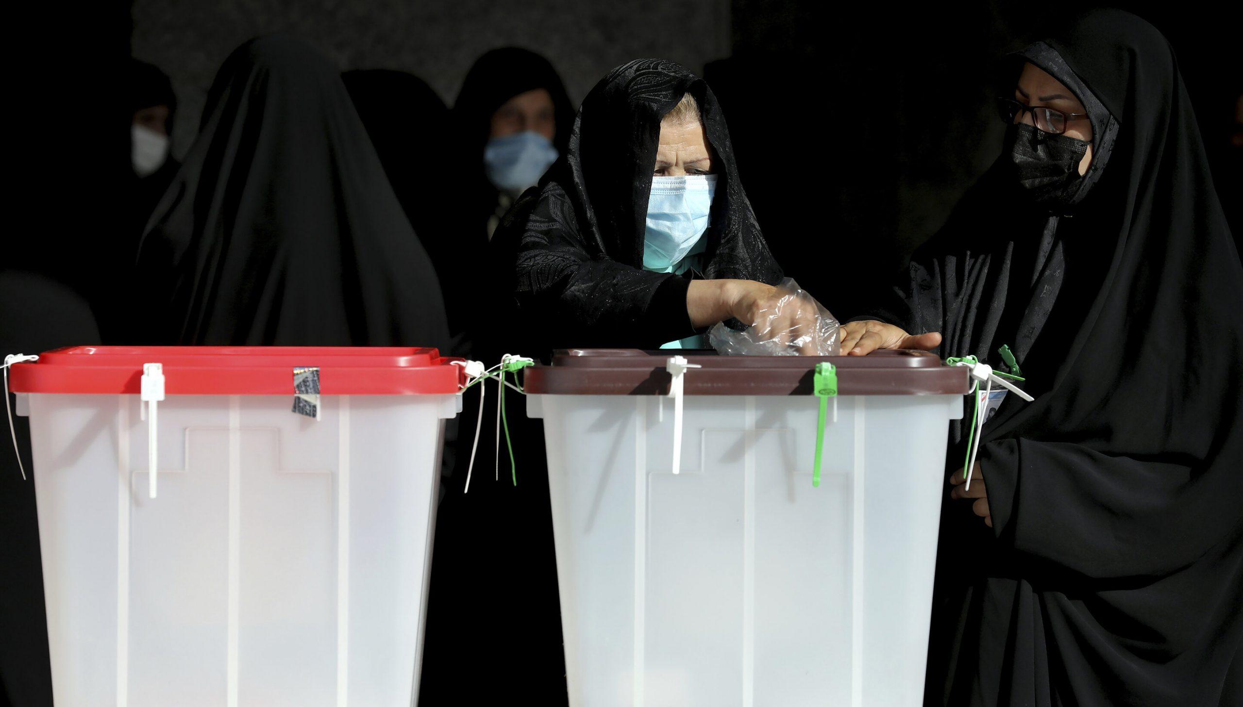 Alegeri prezidențiale în Iran| Un elicopter care transporta buletine de vot s-a prăbușit