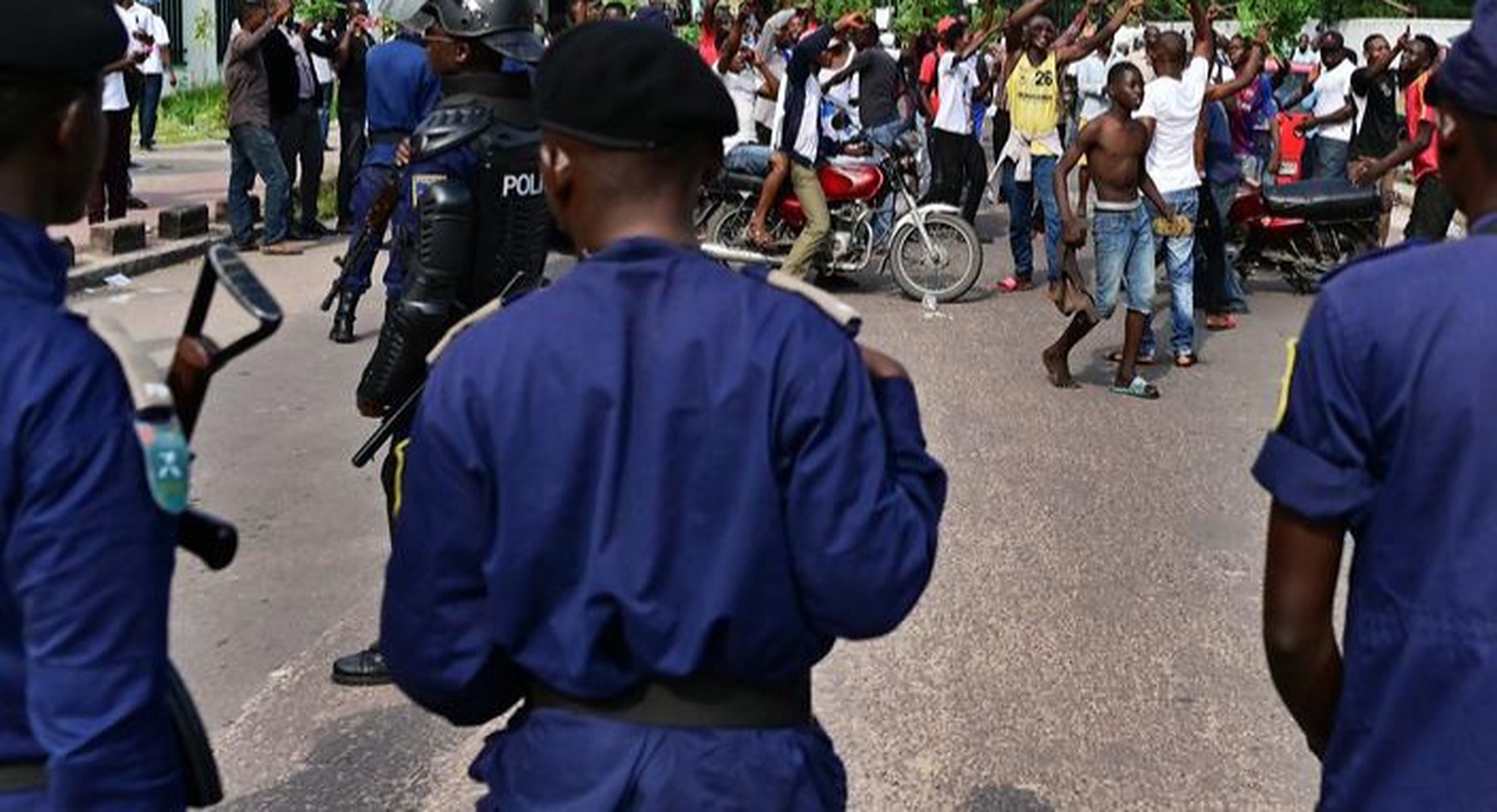 Congo  Un polițist ucide un student pentru că nu purta mască pe stradă