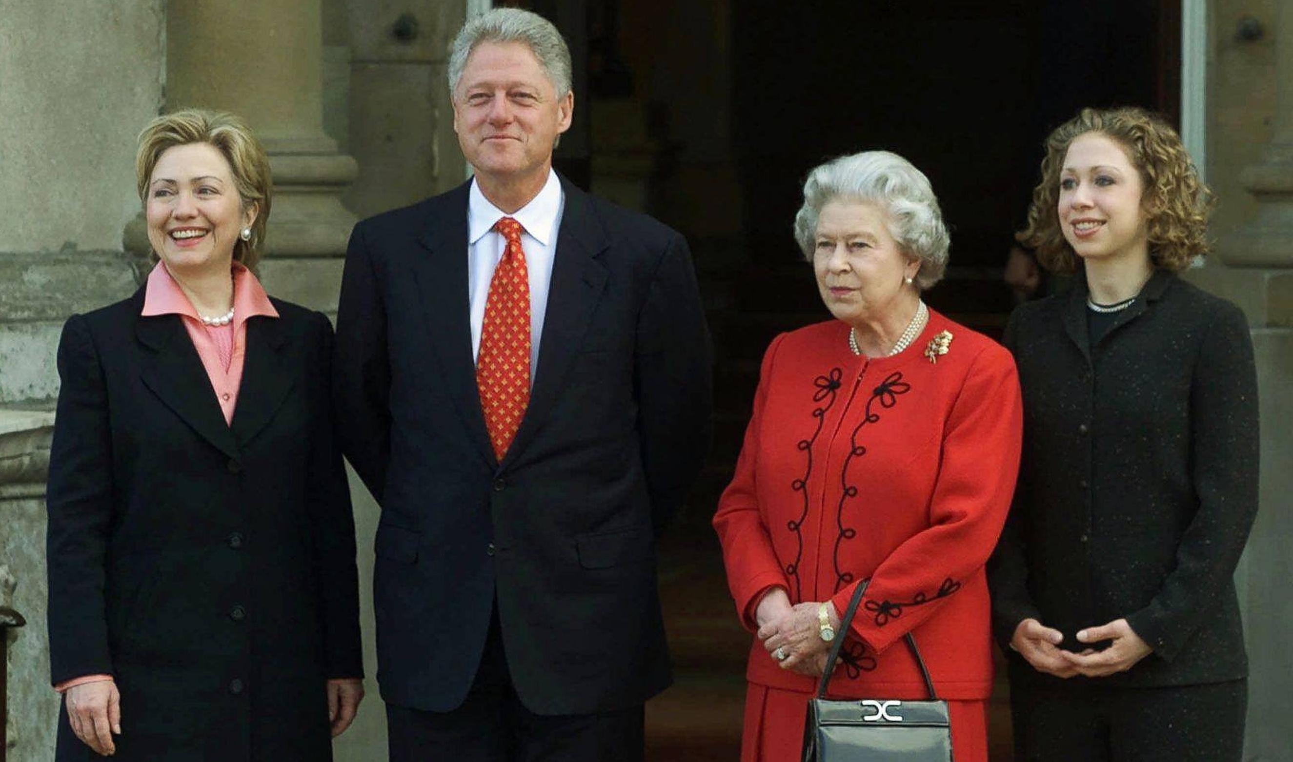 Bill Clinton a refuzat invitația Reginei Elisabeta la ceai pentru a merge la cumpărături