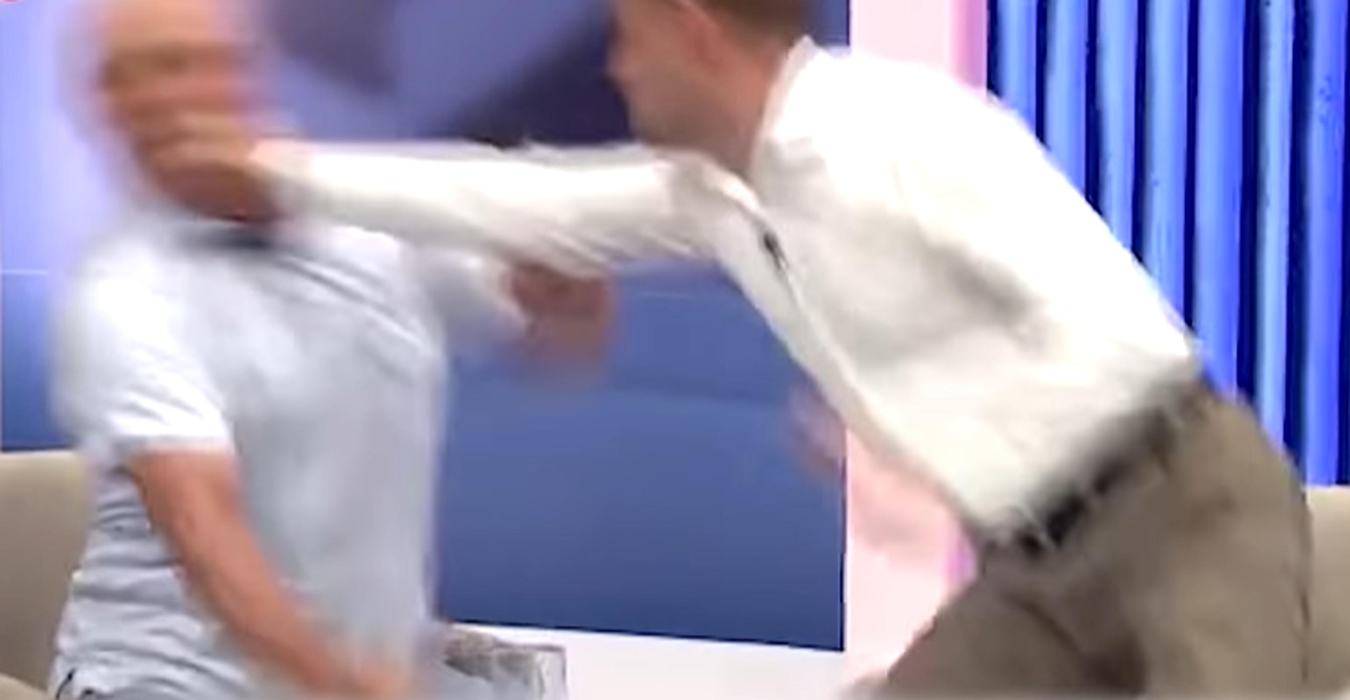 VIDEO  Doi politicieni din Republica Moldova se bat în direct la TV. A fost nevoie de intervenția ambulanței