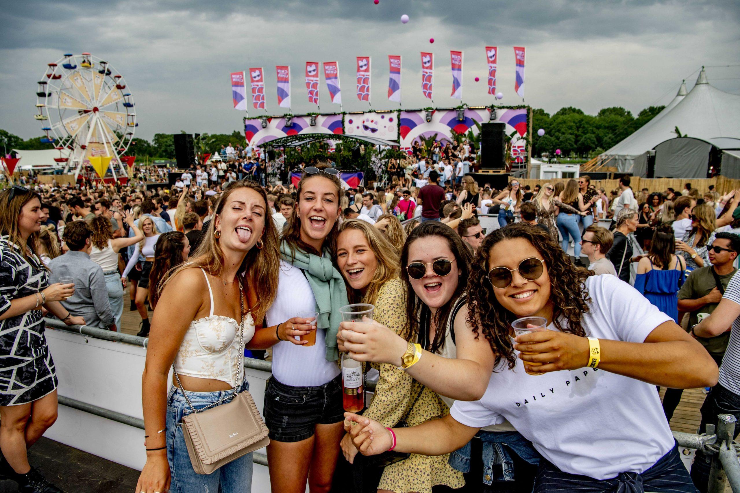 1.000 de spectatori care au luat parte la un festival, depistați pozitiv la COVID-19. Puteai participa doar vaccinat, testat sau cu anticorpi