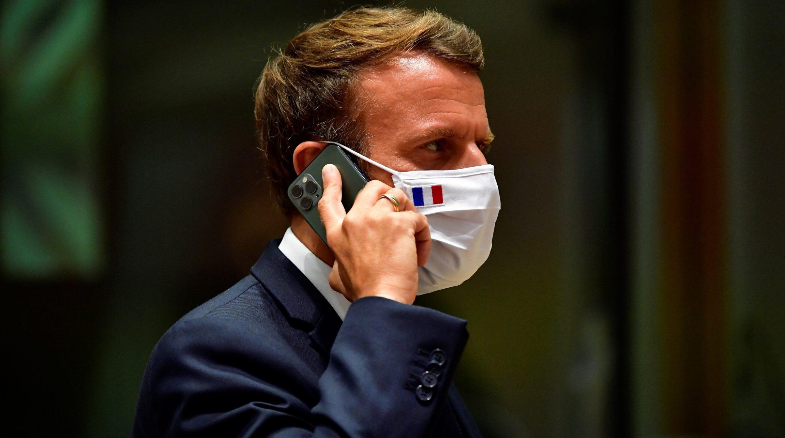 Emmanuel Macron își schimbă telefonul și numărul de telefon, pentru a scăpa de softul de spionaj Pegasus