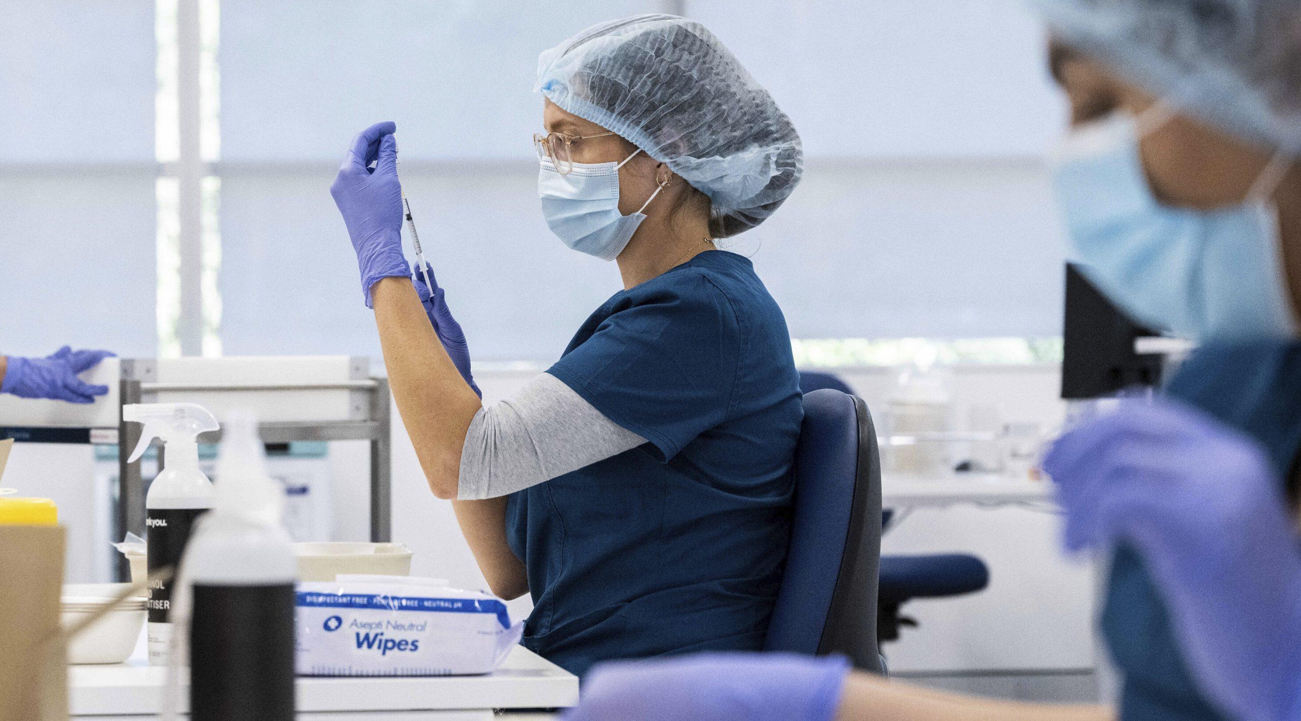 Vaccinul Pfizer are eficiență de doar 39% împotriva variantei Delta, spun oficialii israelieni