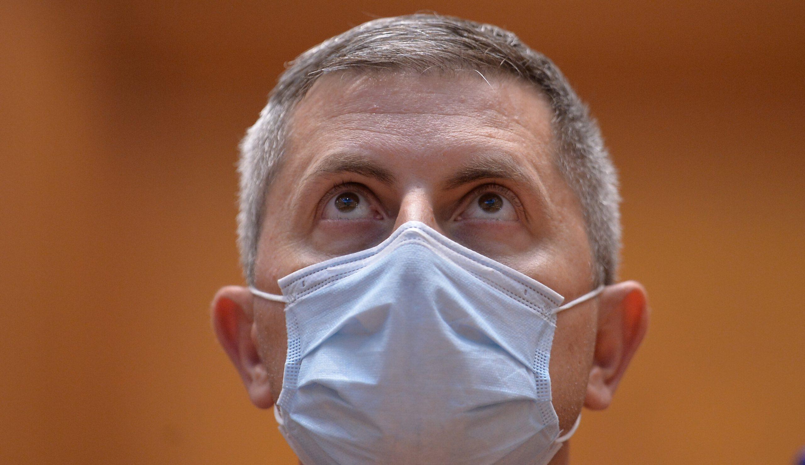 """Guvernul vrea să impună noi restricții. Barna: """"Persoanele vaccinate să meargă la mall în weekend, restul, în cursul săptămânii"""""""