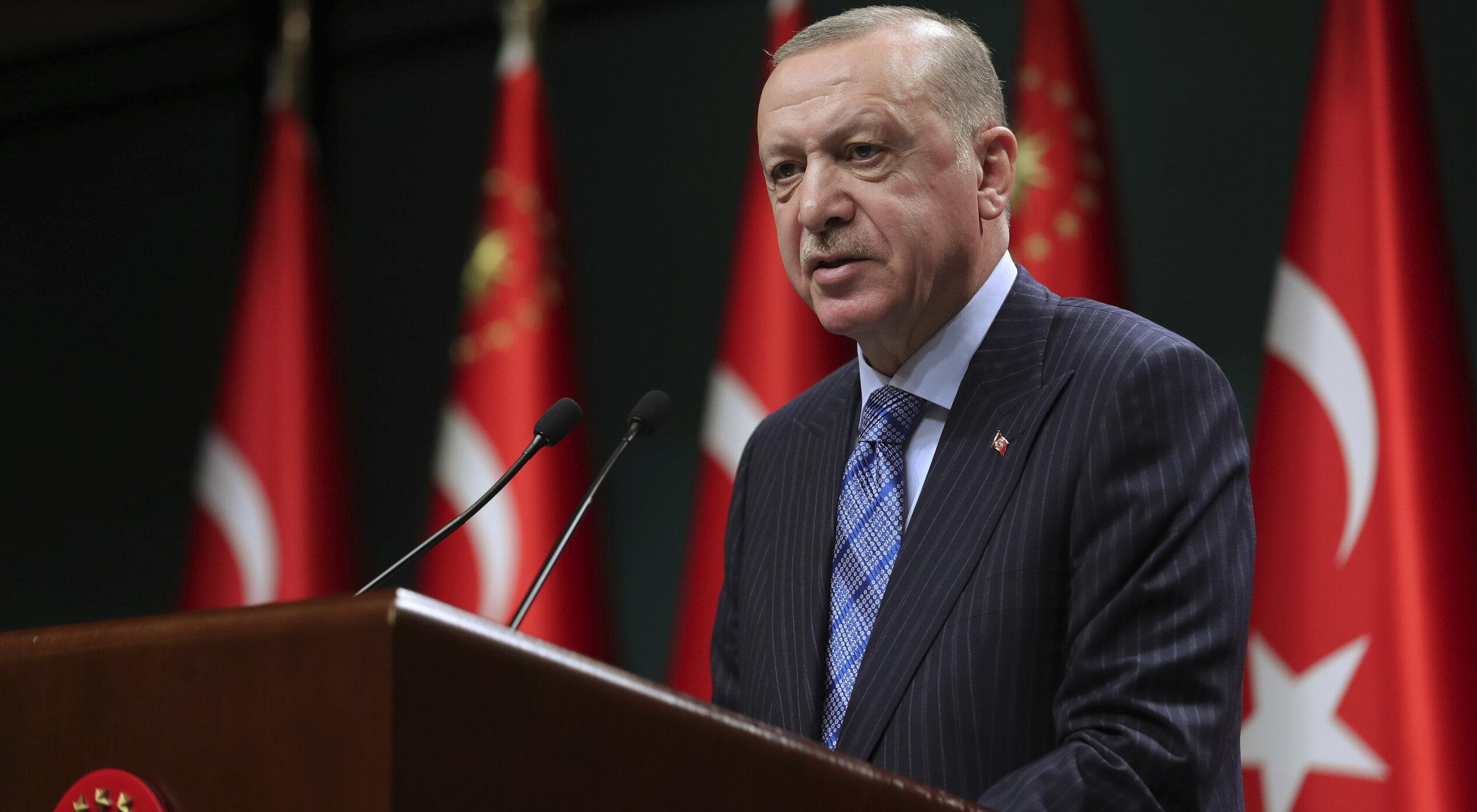 Erdogan: Talibanii solicită Turciei să opereze aeroportul din Kabul, după atentatul terorist de ieri