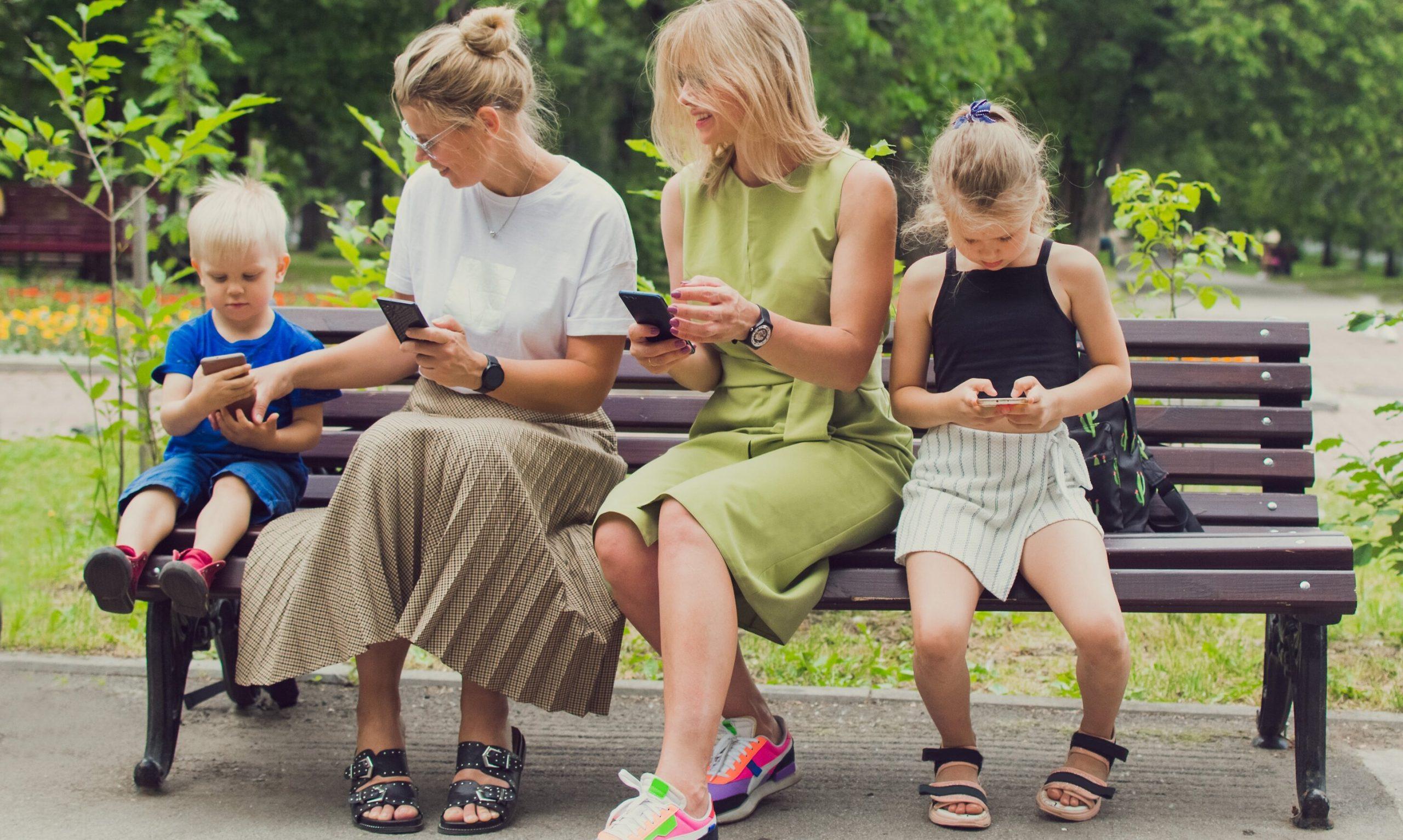 Generația Z, de la Zombi: Tineri mai puțin educați, deprimați, fără valori, dependenți de tehnologie