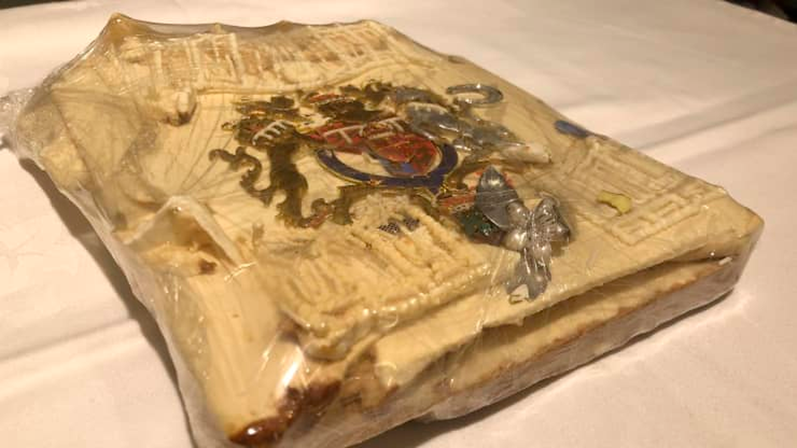 O felie de tort de la nunta Prințului Charles cu Prințesa Diana, de acum 40 de ani, a fost vândută cu 2.500 de dolari