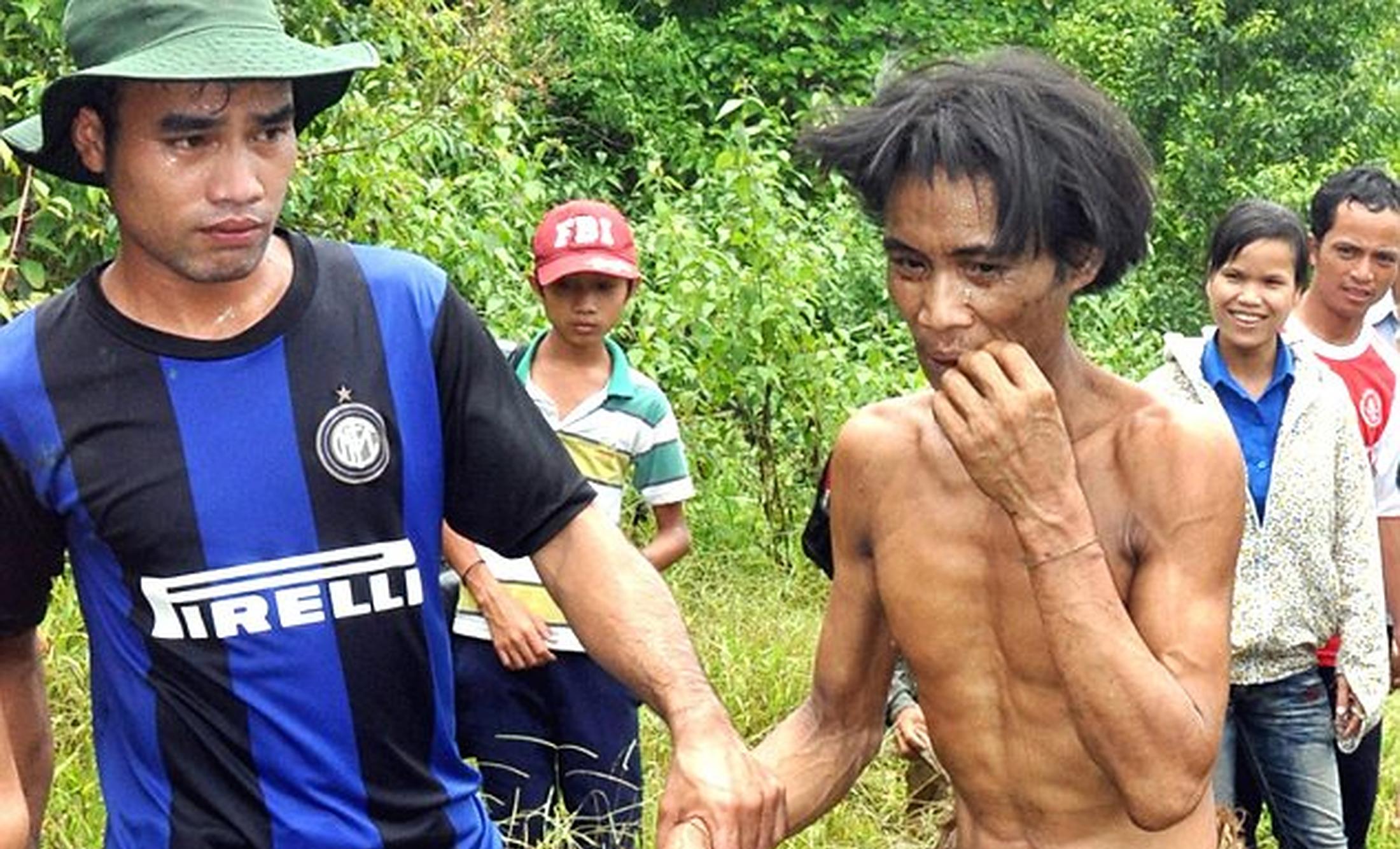 """Vietnamezul care a supraviețuit 40 de ani în junglă moare de cancer după 8 ani de """"viață modernă"""", cu alcool și alimente procesate"""