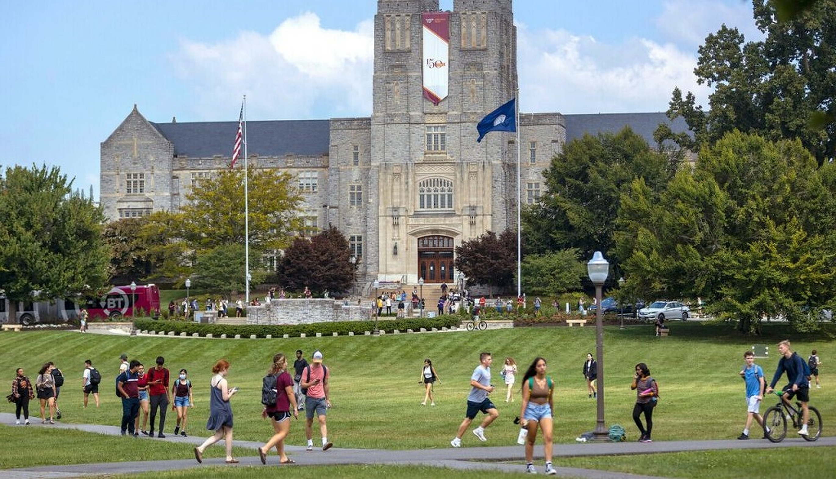 O profesoară de la Universitatea Virginia le cere scuze studenților de culoare pentru că este albă