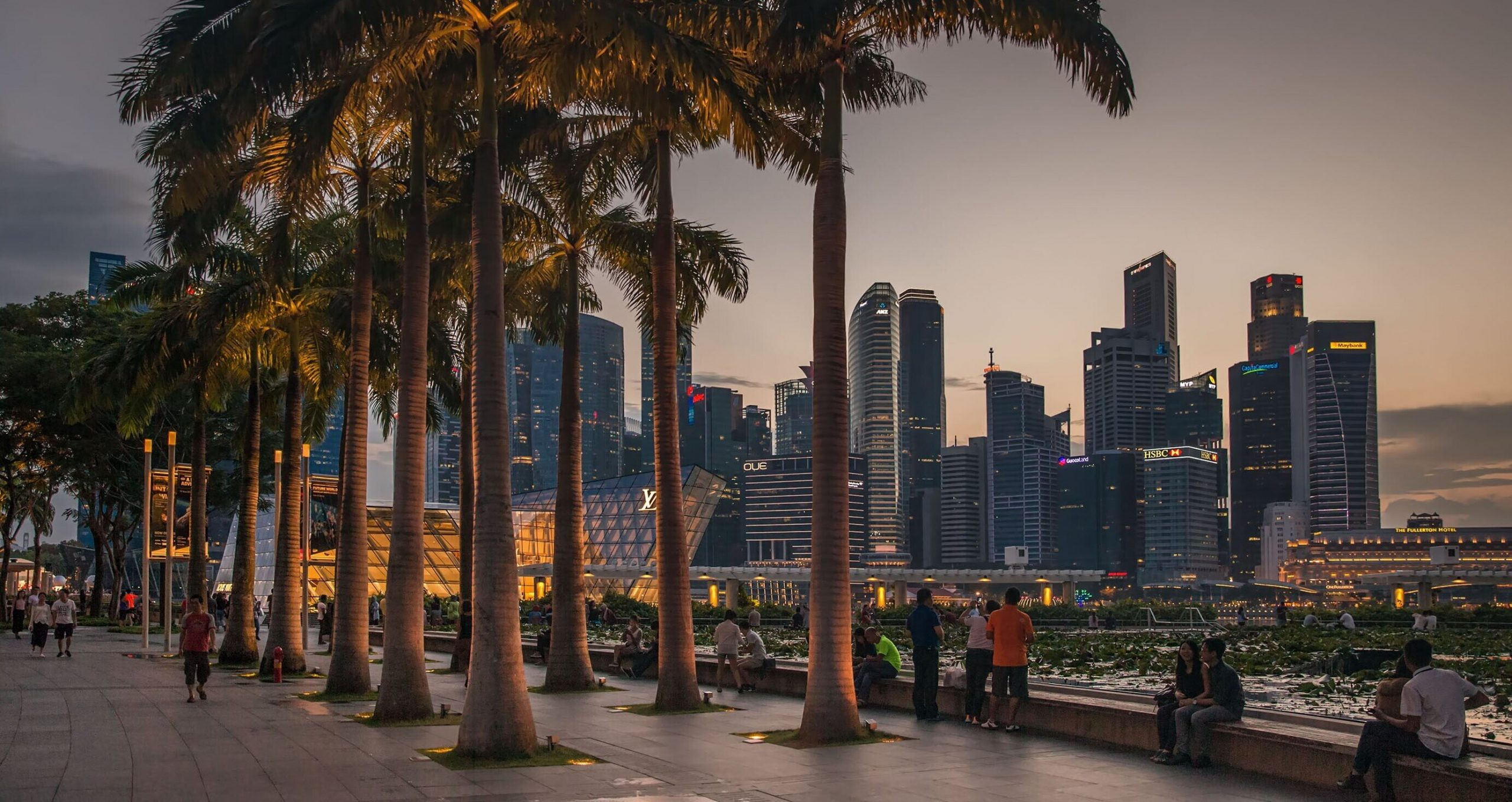 """Singapore abandonează strategia """"zero Covid"""" și învață să """"trăiască cu virusul"""""""