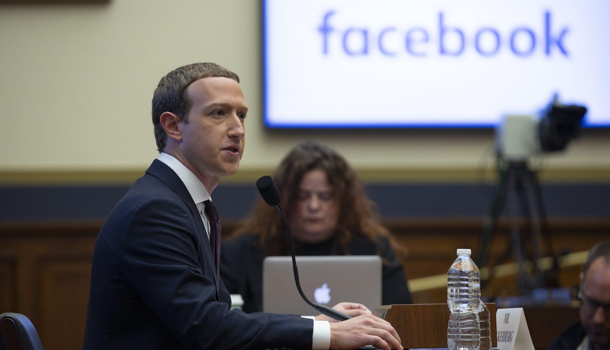 Wall Street Journal: Facebook permite VIP-urilor să încalce standardele legate de conținutul postat