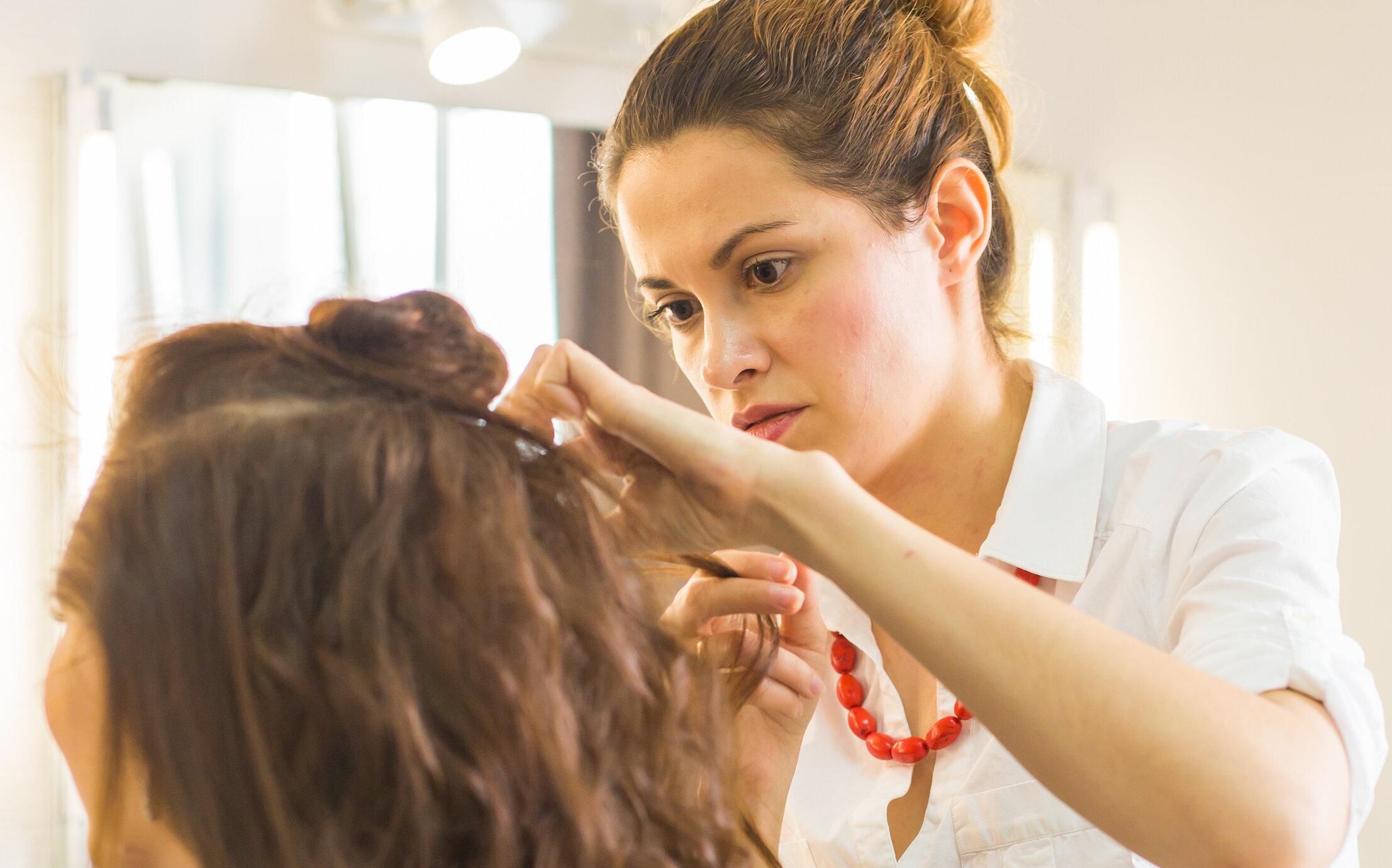 Saloanele de înfrumusețare raportează reacții alergice la vopselurile de păr în cazul clienților vindecați de Covid