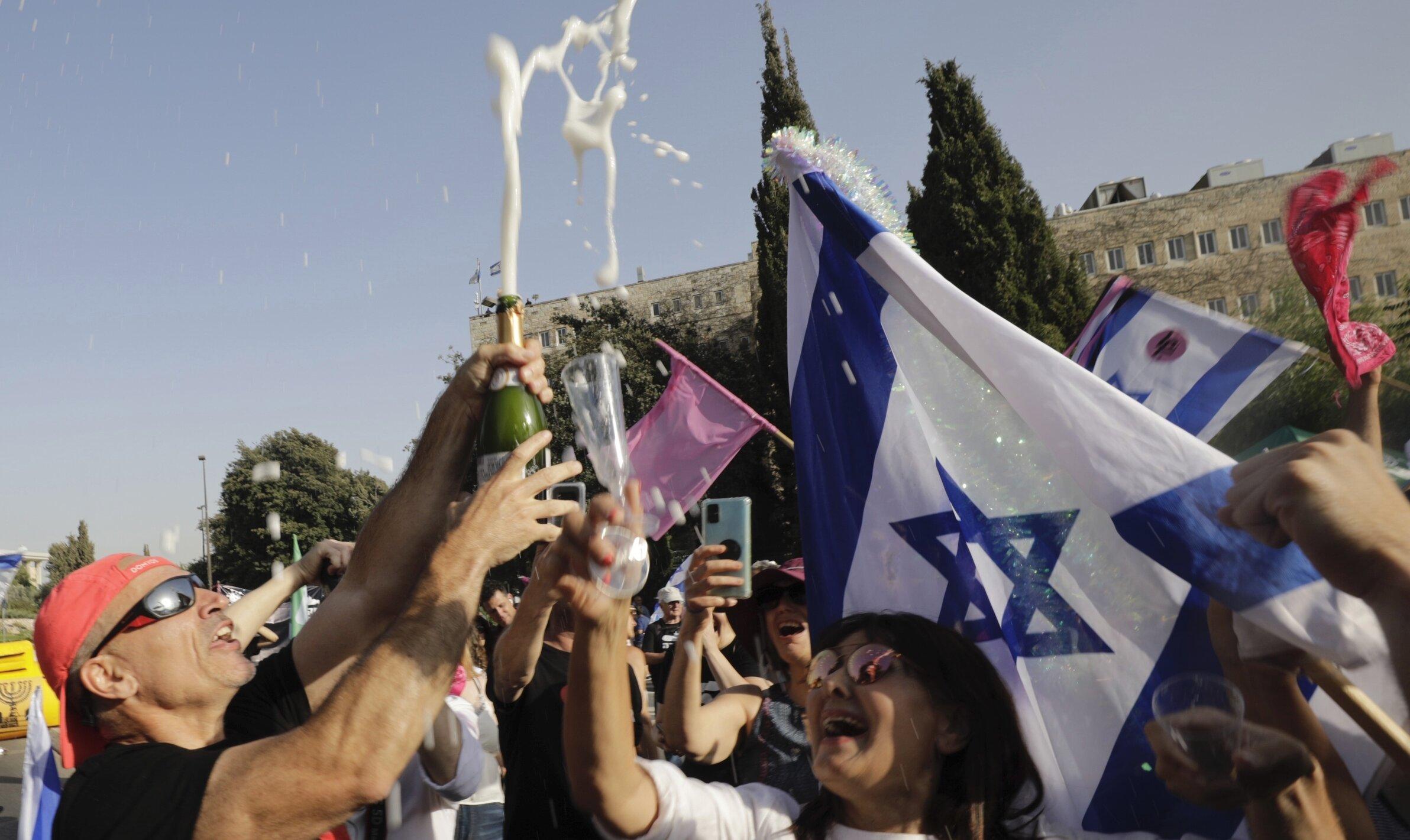 """Israel a învins varianta Delta și va avea """"liniște"""" în următoarele șase-opt luni, spune un virusolog de top al țării"""